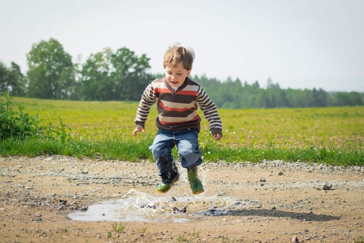 Some ideas of educational activities for toddlers that don't require any prep but can develop their motor skills, creativity and intelligence.